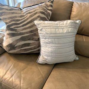 🌿 Nautica White Pillow